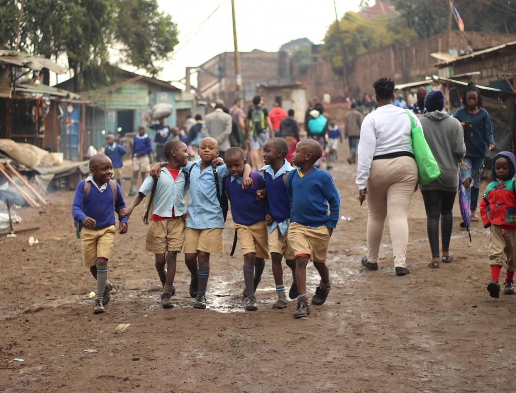 niños en el slum de kibera, nairobi, kenia