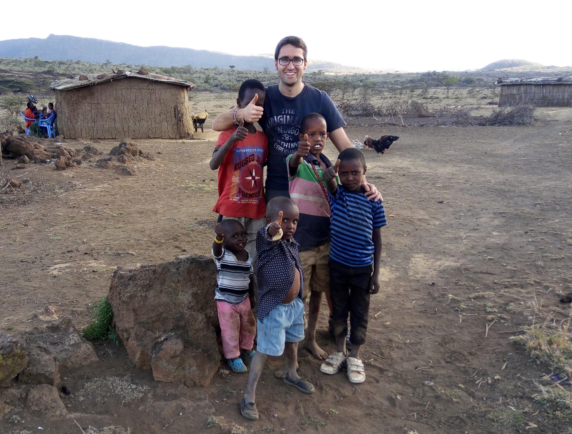 carlos en una aldea masai, suswa town, kenia