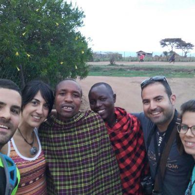 grupo de españoles en el masai mara