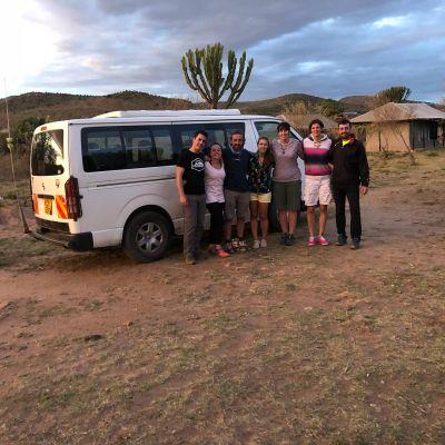 grupo de españoles en masai mara de safari